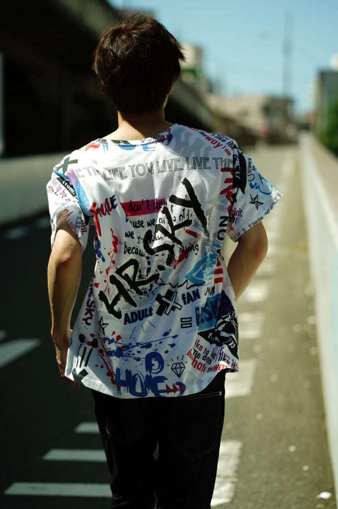 HRSKY 総柄Tシャツ